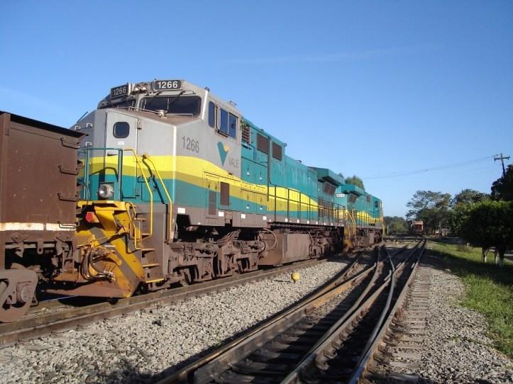 Vale coal train1266+1261 trem carvao e containeres no km 628 evp Vespasiano 28maio2010