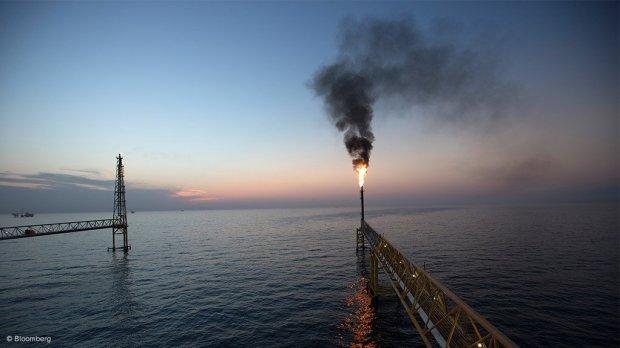 Oil 0000347945_resized_oilgas1022bloomberg