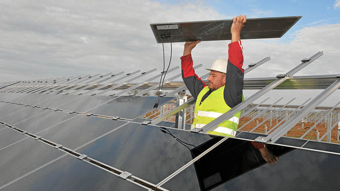 Solar energy has boosted salaries and brought an influx of workers into towns like Pofadder,