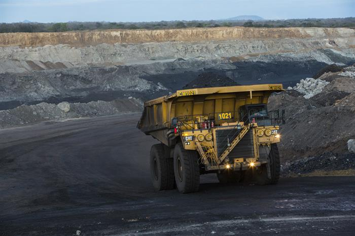 vale-truck-transports-coal-in-the-mine-credits-marcelo-coelho-vale